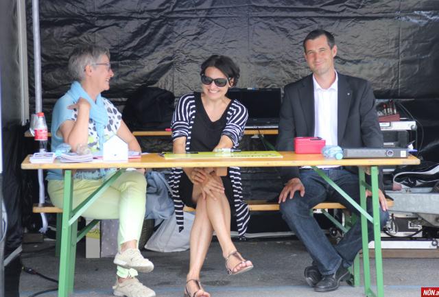 Roswitha Tscherkassky-Koularas (Leiterindie möwe Mistelbach), Brigitte Heindl (Sekretariat, die möwe Mistelbach)und Mag. Markus Wirrer (DirektorRaiffeisenbank)