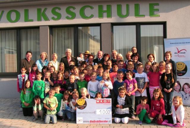 Scheckübergabe Direktberater Volksschule Persching