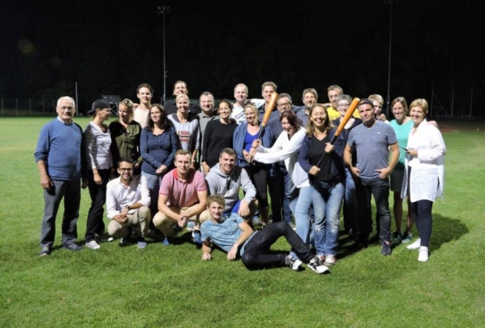 Scheckübergabe ifss charity 2016