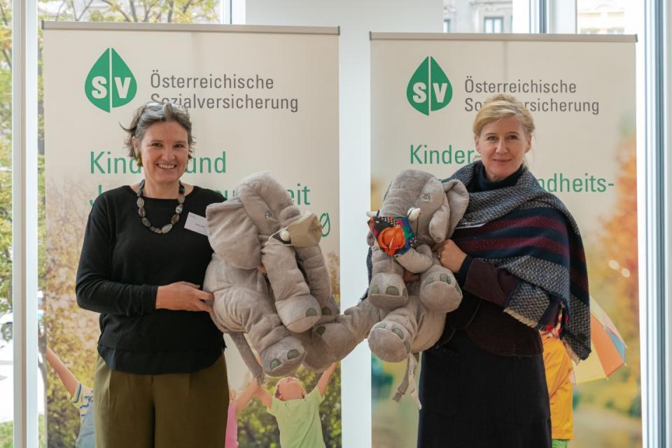 Maga Hedwig Wölfl (die möwe) und Maga Caroline Culen (Liga für Kinder und Jugendgesundheit)